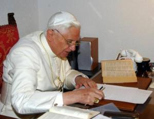 pope-benedicts-at desk